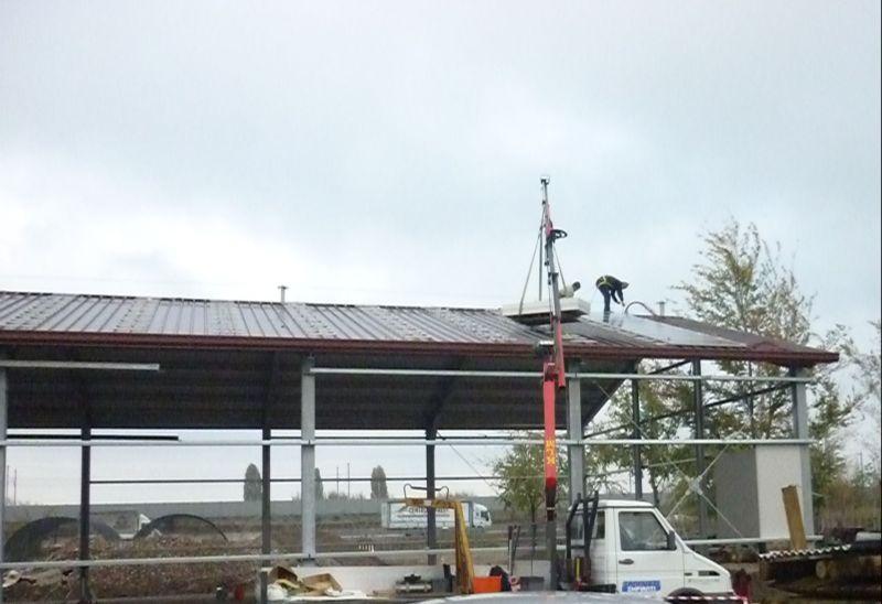 Una fase di montaggio dell'impianto di fotovoltaico da 40kw