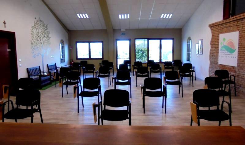 La nostra sala polivalente può ospitare corsi e conferenze per un massimo di 36 persone, con le nuove disposizioni anti-contagio. In questo caso i corsisti erano 28