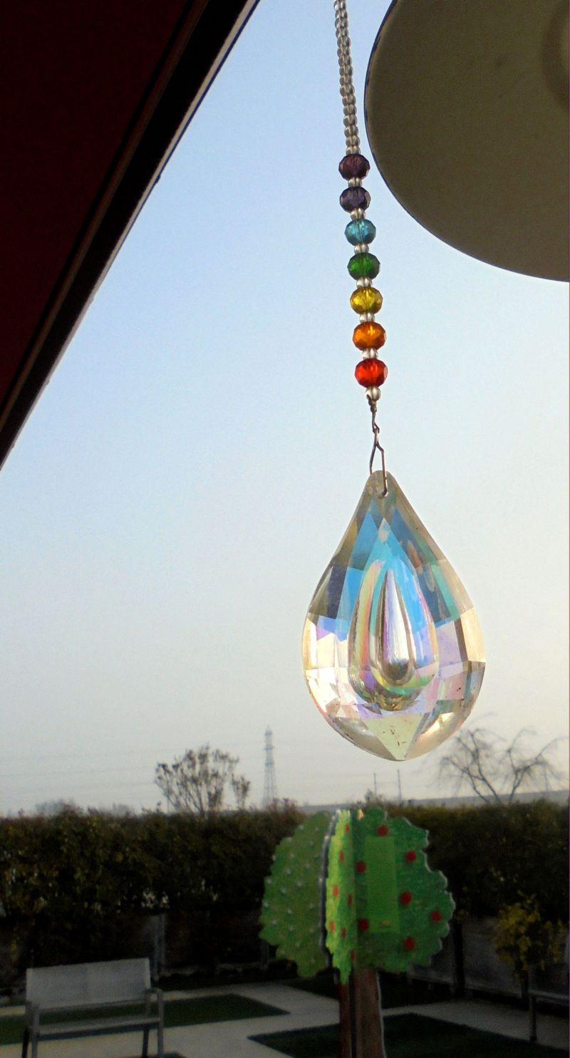 E questa è Acchiappasole, la nostra goccia che si rifrange in mille colori per avvisarci che... è arrivato il sole!